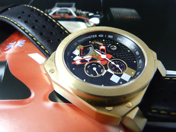 Veloce Speciale gold racing watch from Morpheus