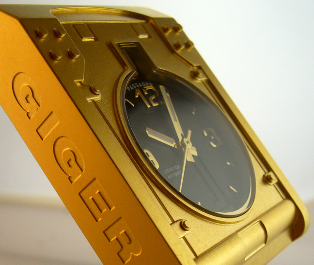 H.R. Giger Passagen Watch in gold Swiss made
